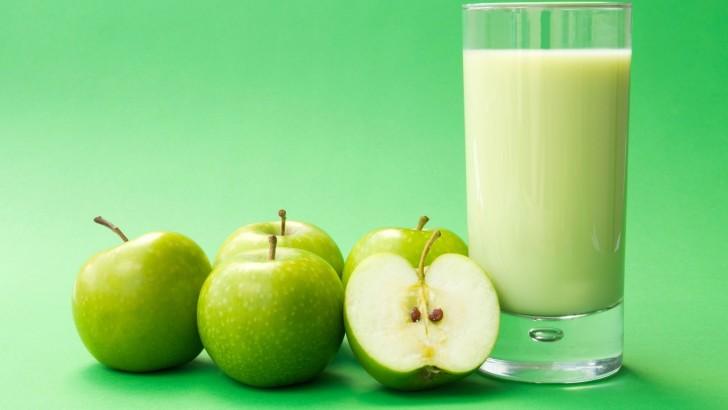 Сок из зеленых яблок