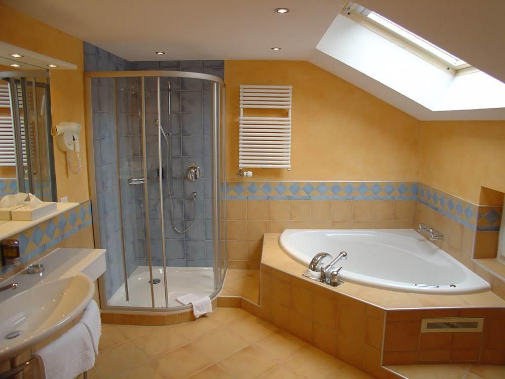 Doppelzimmer mit Whirwanne