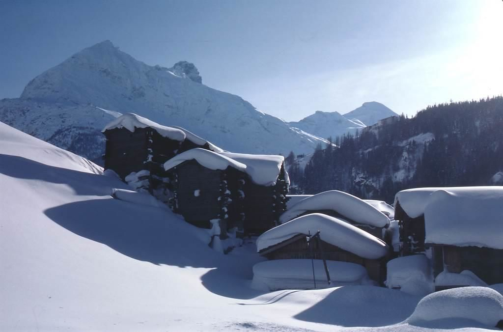 Traditional_Panoramic_View_Saas-Fee[1]