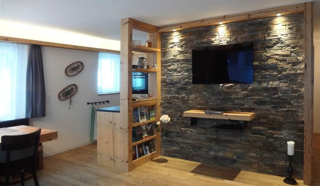Steinwand-Küche