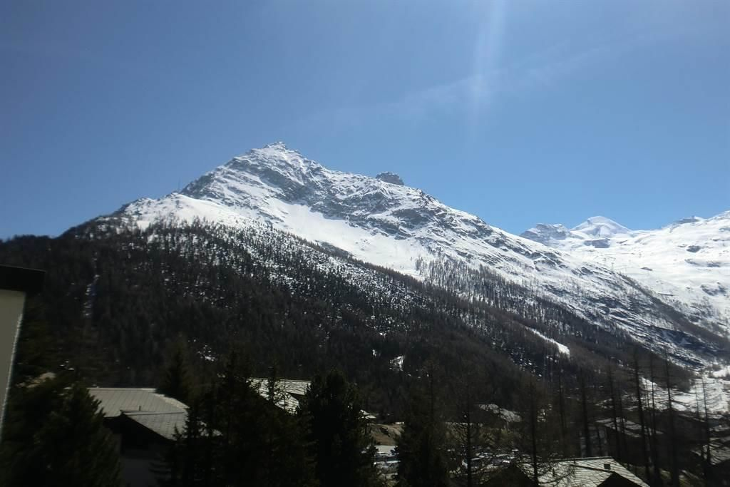 Aussicht Bergpanorama vom Balkon Bild 1
