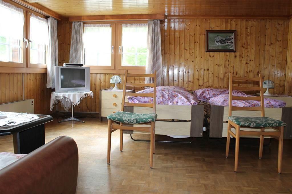 Schlafzimmer mit Wohnbereich und Gildsteinofen