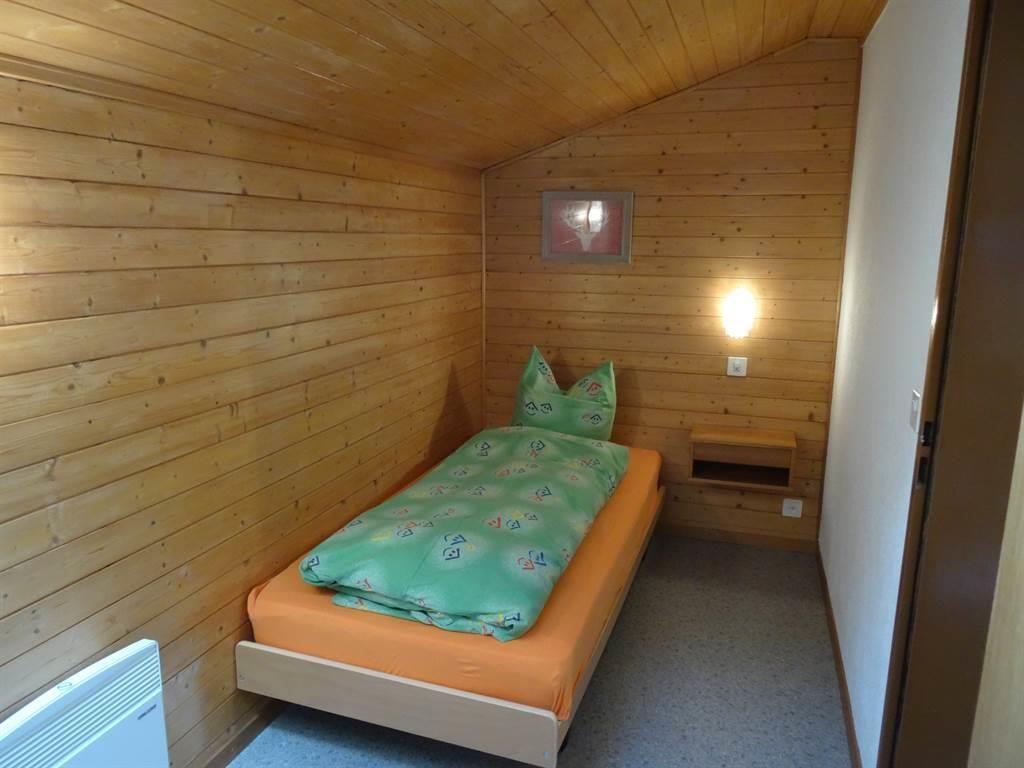Kleines Einzelzimmer mit Dachfenster
