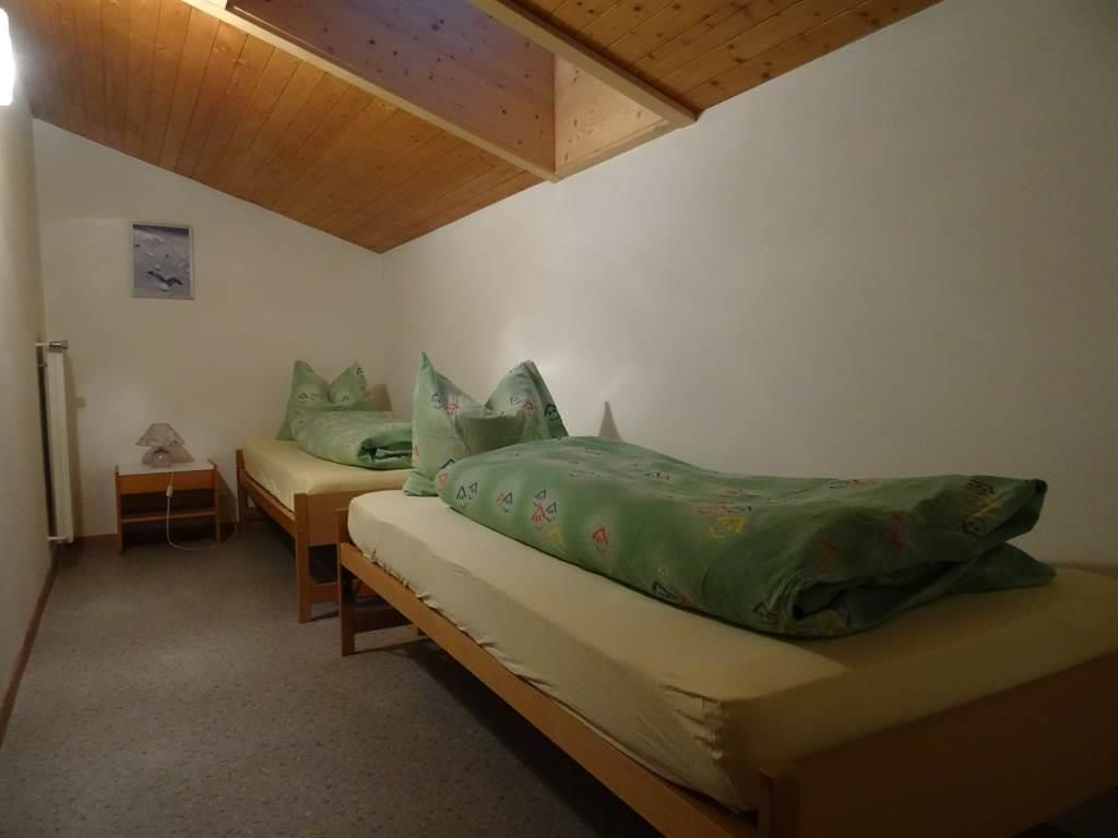 Schlafzimmer mit 2 Betten
