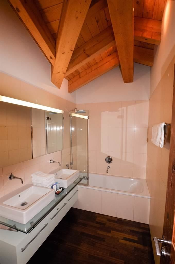 Shared Bathroom (upstairs)