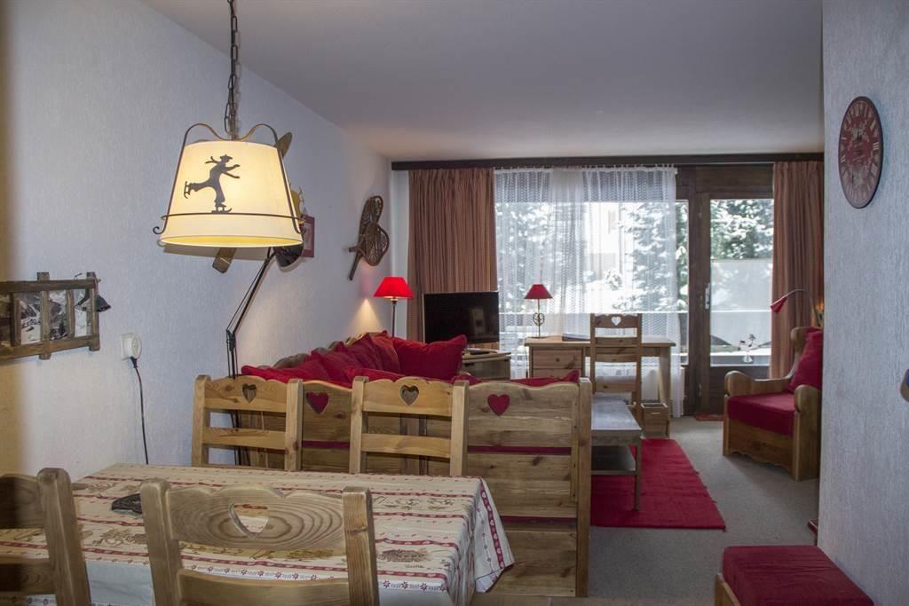 Wohnzimmer & Esstisch