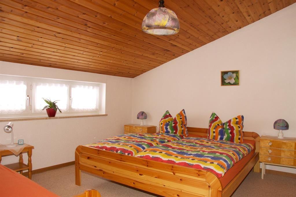 Dreibett-Schlafzimmer