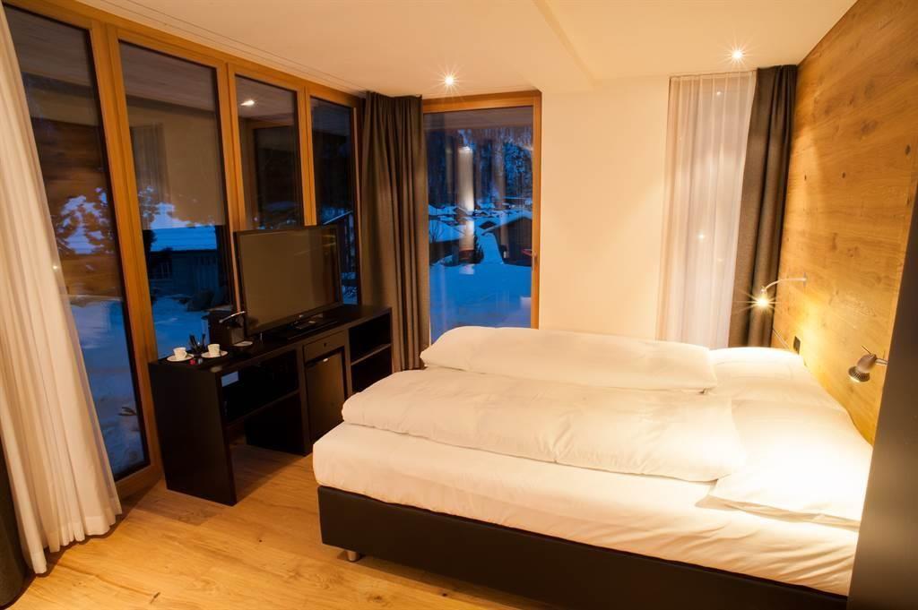 Schlafzimmer mit grossen Panoramafenster