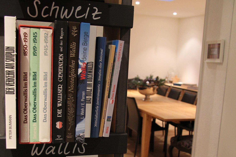 Burgener Haus   Saas-Grund   Bibliothek