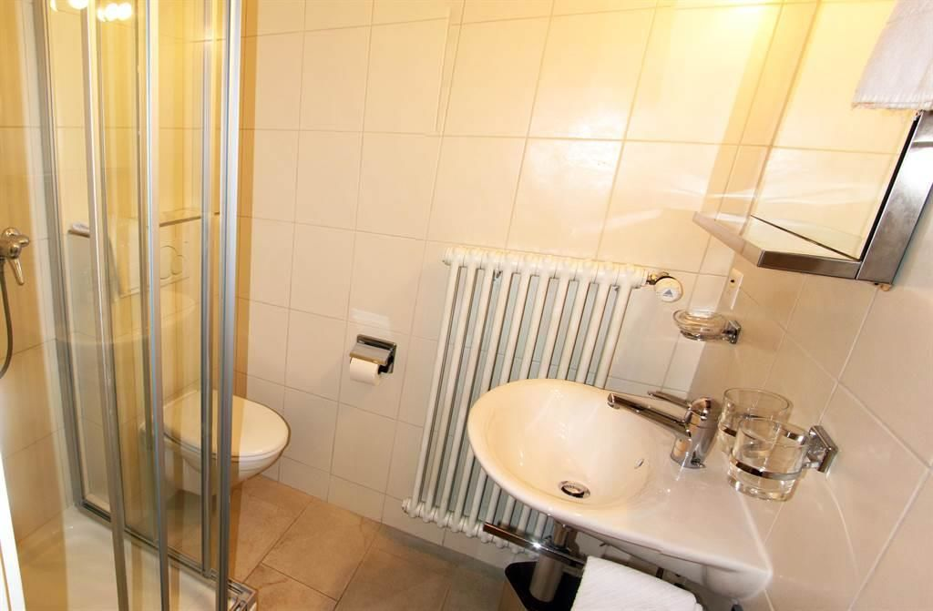 AD02 WC