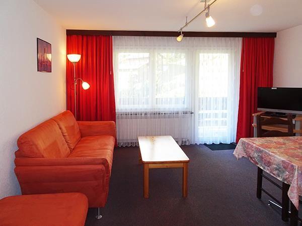 1. Stock / Wohnzimmer mit Südbalkon