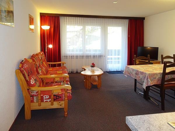 2. Stock / Wohnzimmer mit Südbalkon