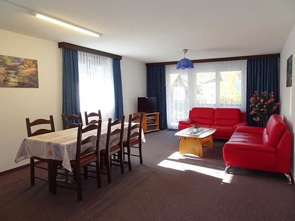 3. Stock / Wohnzimmer mit Südostbalkon
