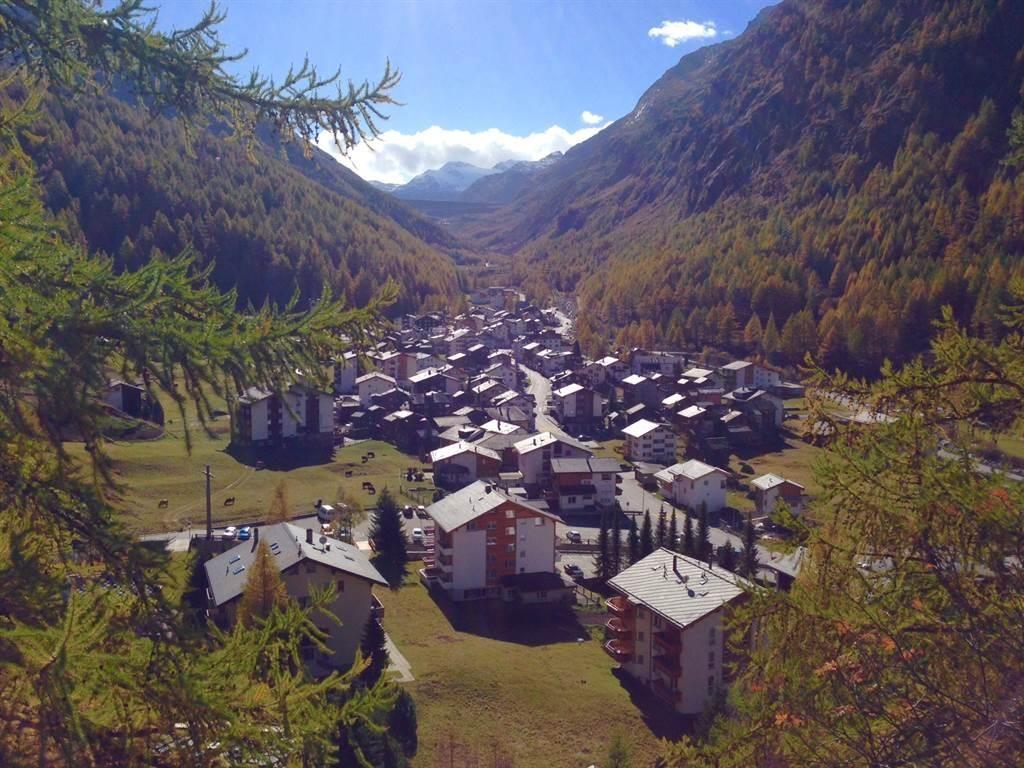 Dorf Saas-Almagell im Herbst