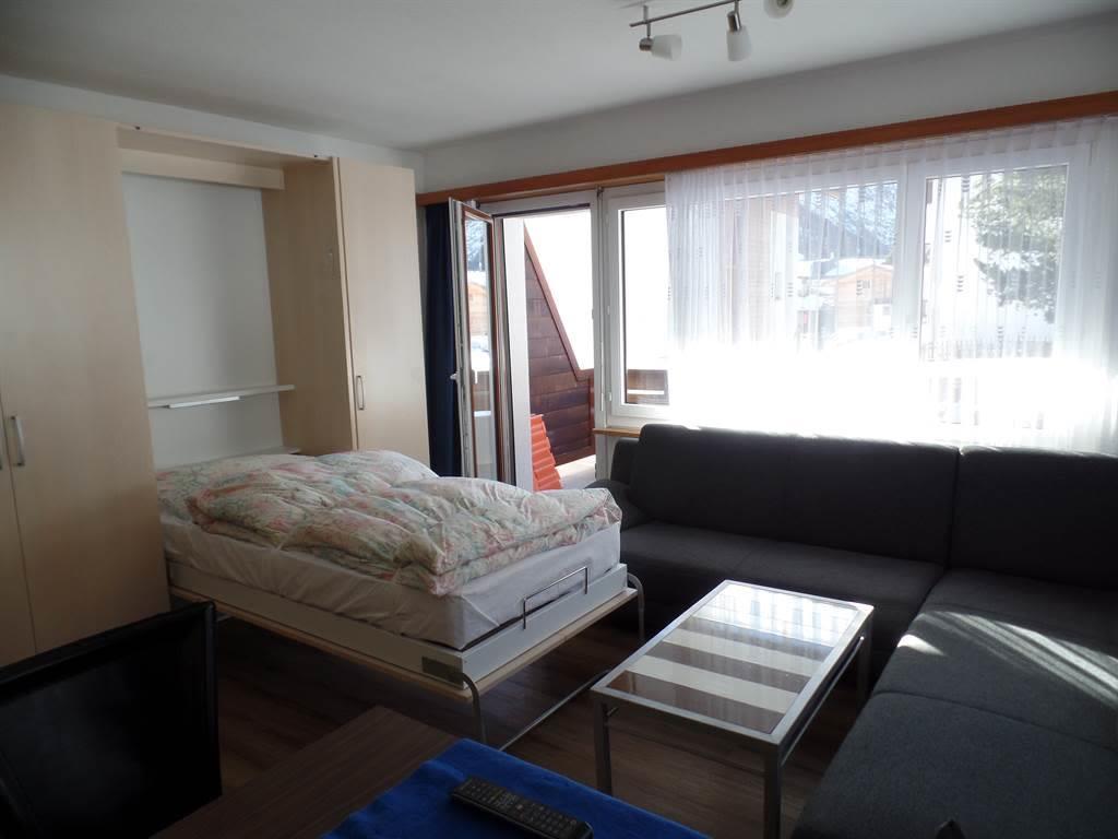 Wohnzimmer mit Klappbetten1