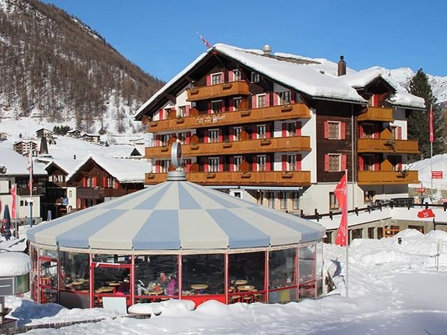 Typically Swiss Hotel The Larix Aussenansicht