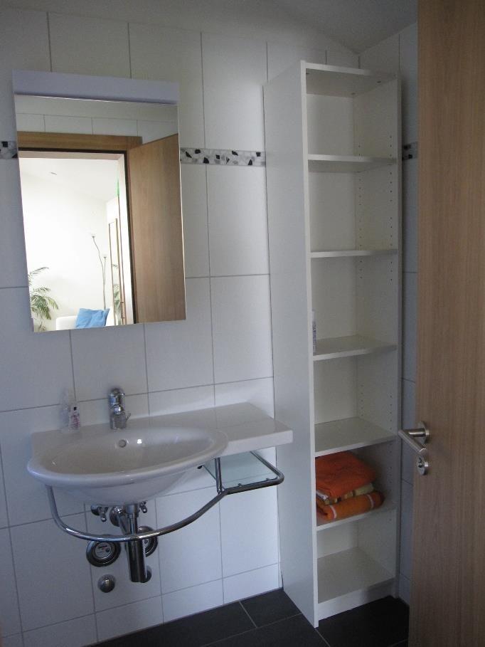 Badezimmer mit Ablage
