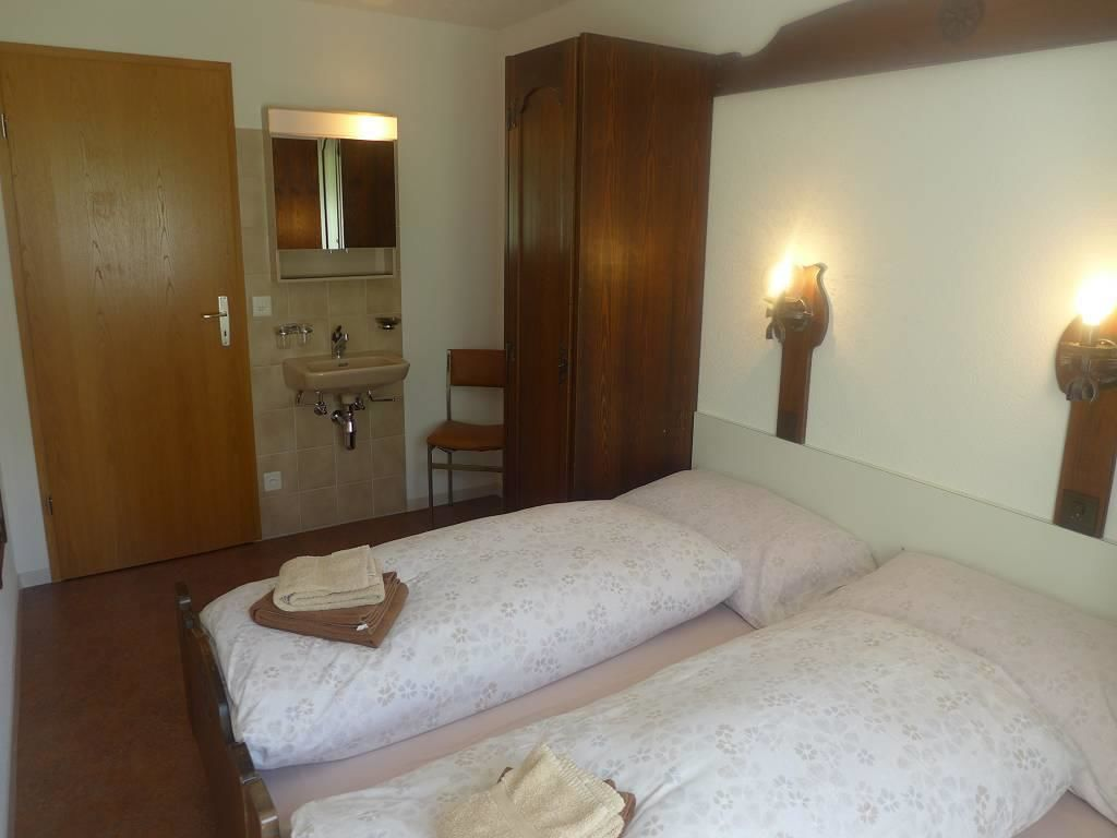 Schlafzimmer mit Lavabo