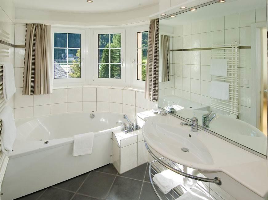 Deluxe Badezimmer mit Whirl-Wanne