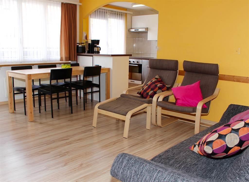 5. Wohnzimmer mit Essecke