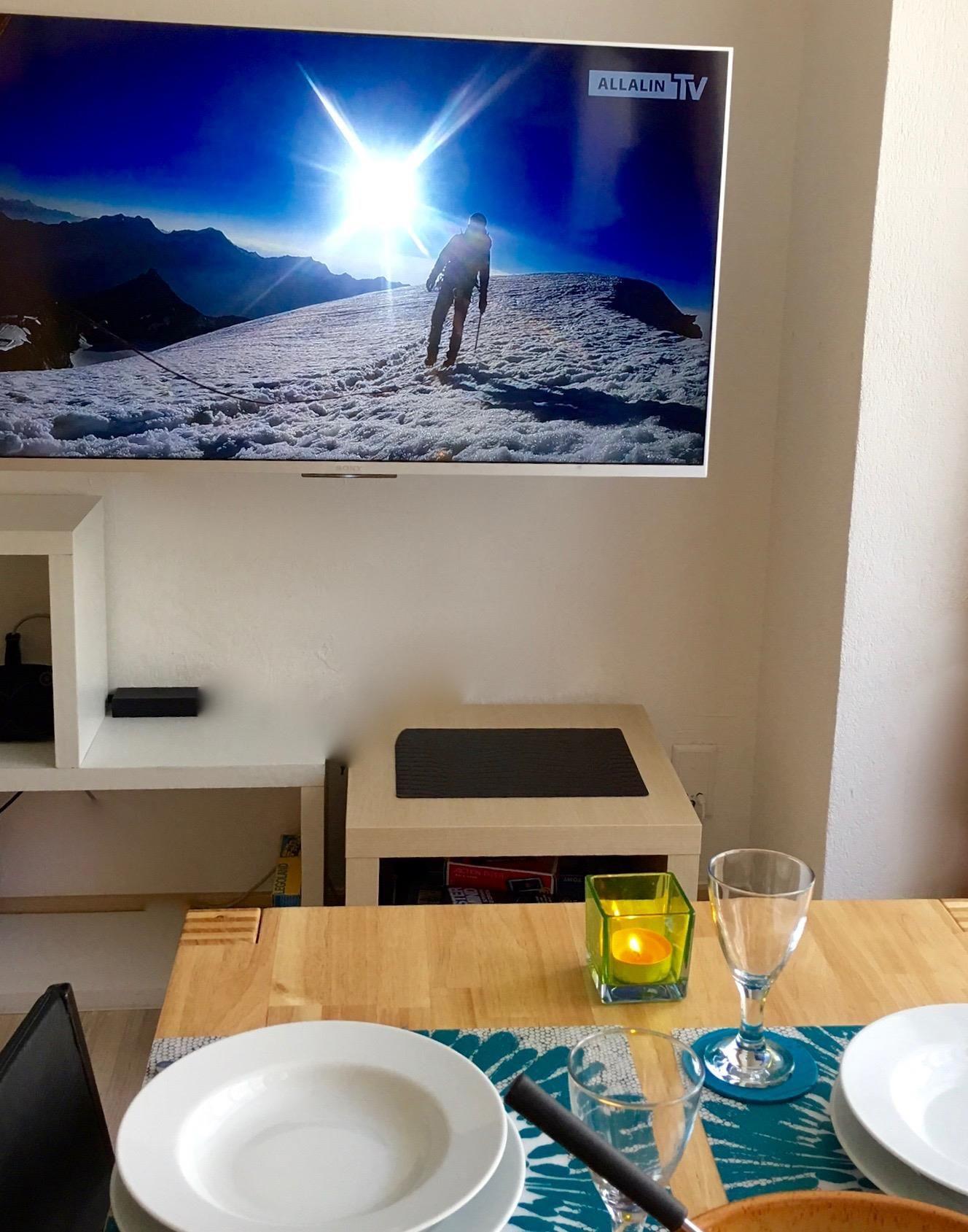 Essbereich mit TV