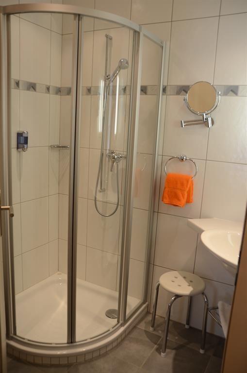 Dusche 2-Zimmer-Wohnung