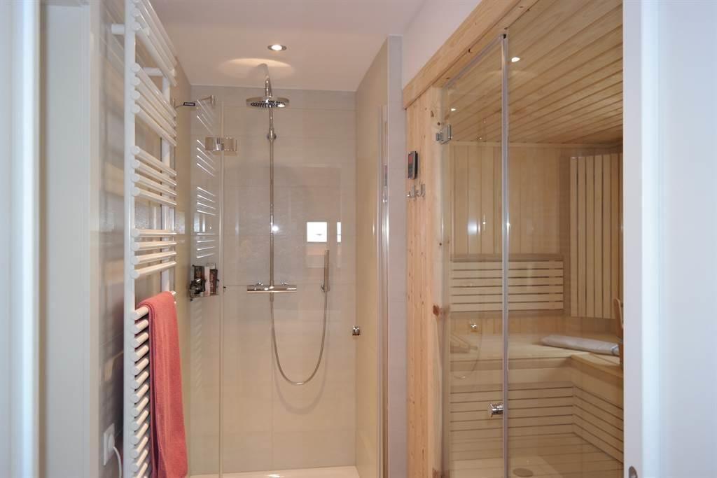 Dusche WC Sauna von DZ 81