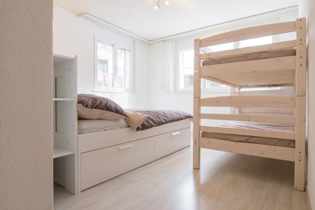 Doppelzimmer mit Etagenbett.