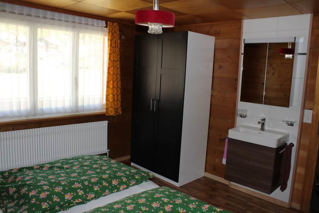 Schlafzimmer mit Waschbecken1b