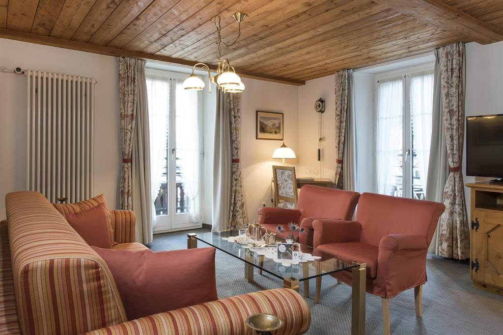 Suite 2_Wohnzimmer 4_Sunstar Hotel Saas-Fee_Origin