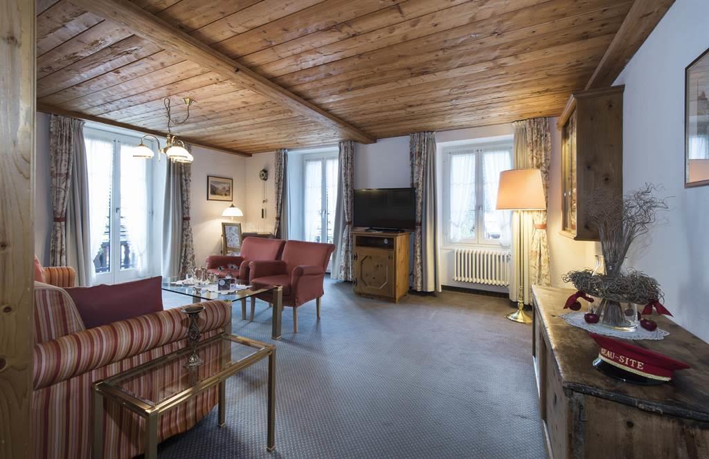 Suite 2_Wohnzimmer 1_Sunstar Hotel Saas-Fee_Origin