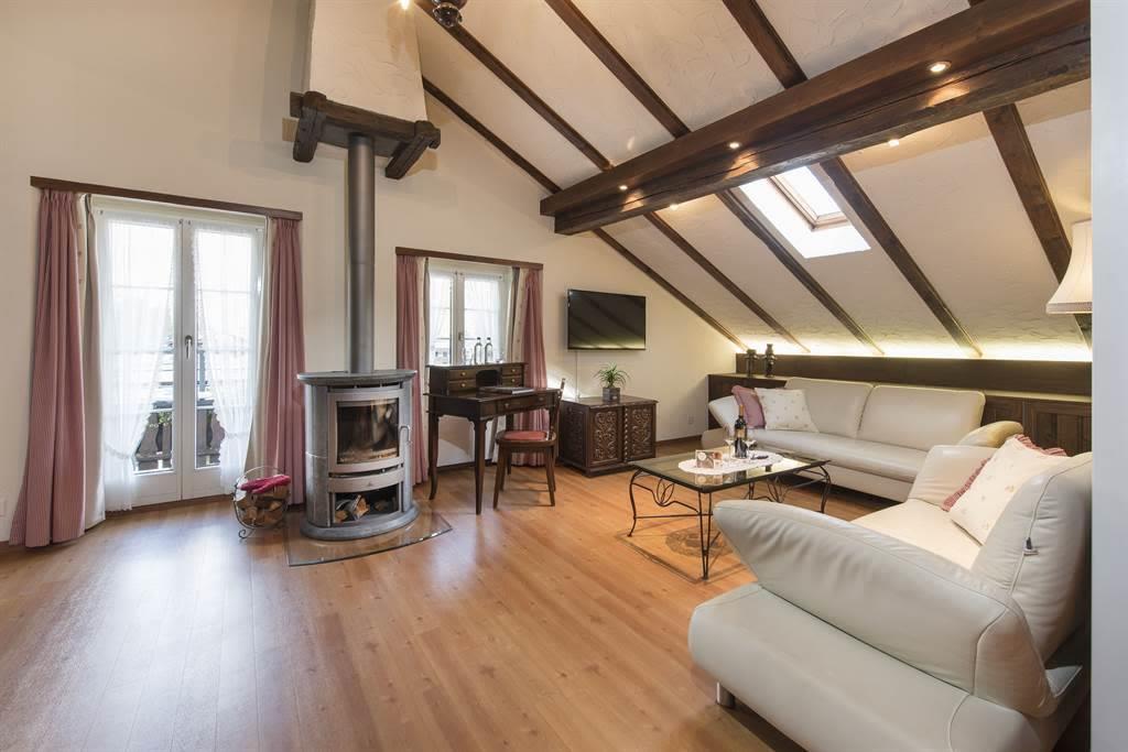 Suite 1_Wohnzimmer 1_Sunstar Hotel Saas-Fee_Origin