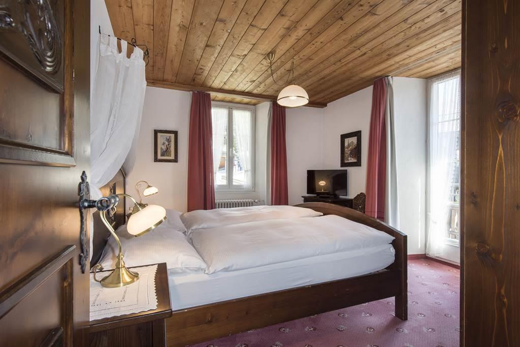 Suite 3_Schlafzimmer 1_Sunstar Hotel Saas-Fee_Orig