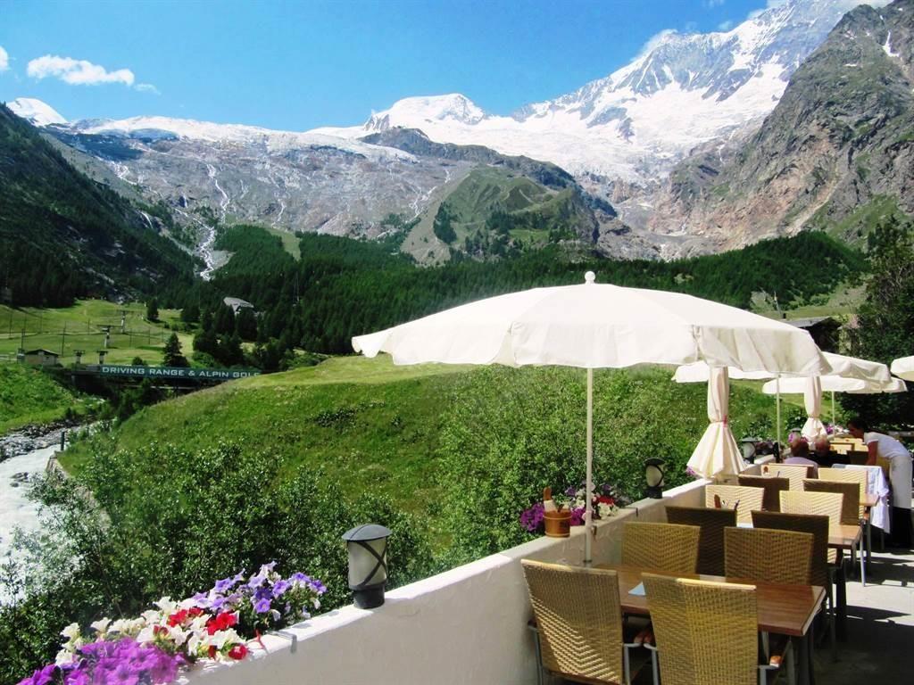 Restaurant mit große Panorama Terrasse