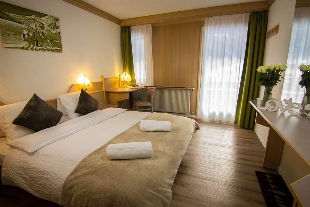 Doppelzimmer mit Südbalkon & freier Aussicht