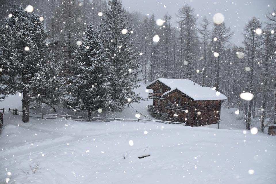 Chalet_snowfall