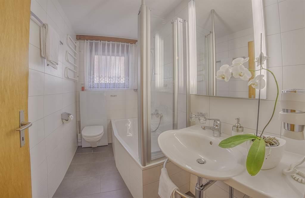 Bergrose 3-Zimmerwohnung Bad