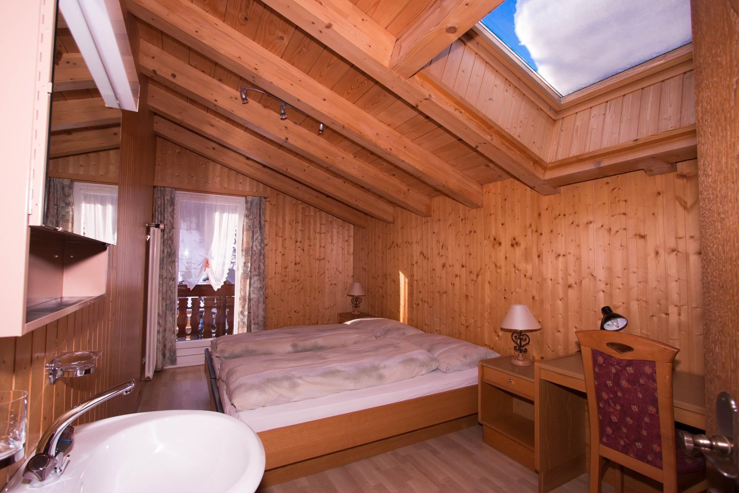 Doppelzimmer mit Lavabo - Ferienwohnung Alphubel -