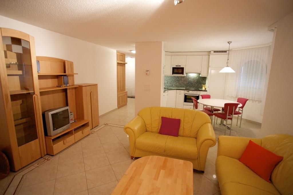 Küche und Wohnzimmer 2