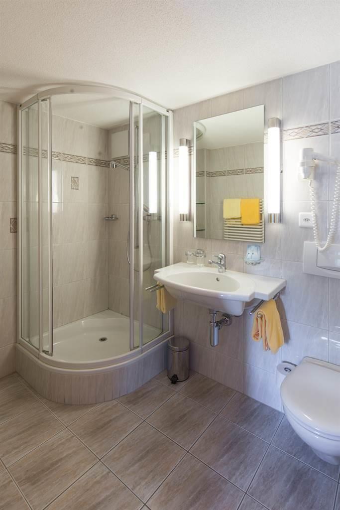 hotel_portjengrat_saas_almagell_dusche_wc