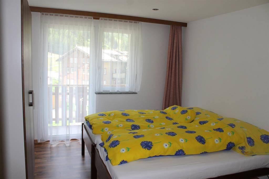 Schlafzimmer mit 2 einzelnen Betten
