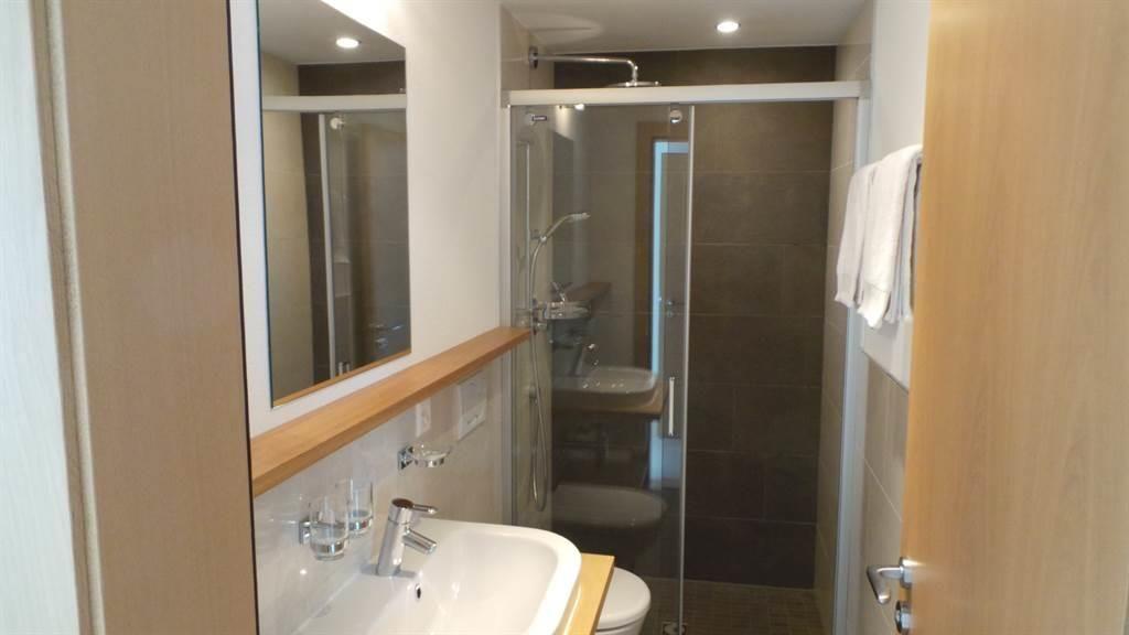 WC Dusche Lavabo