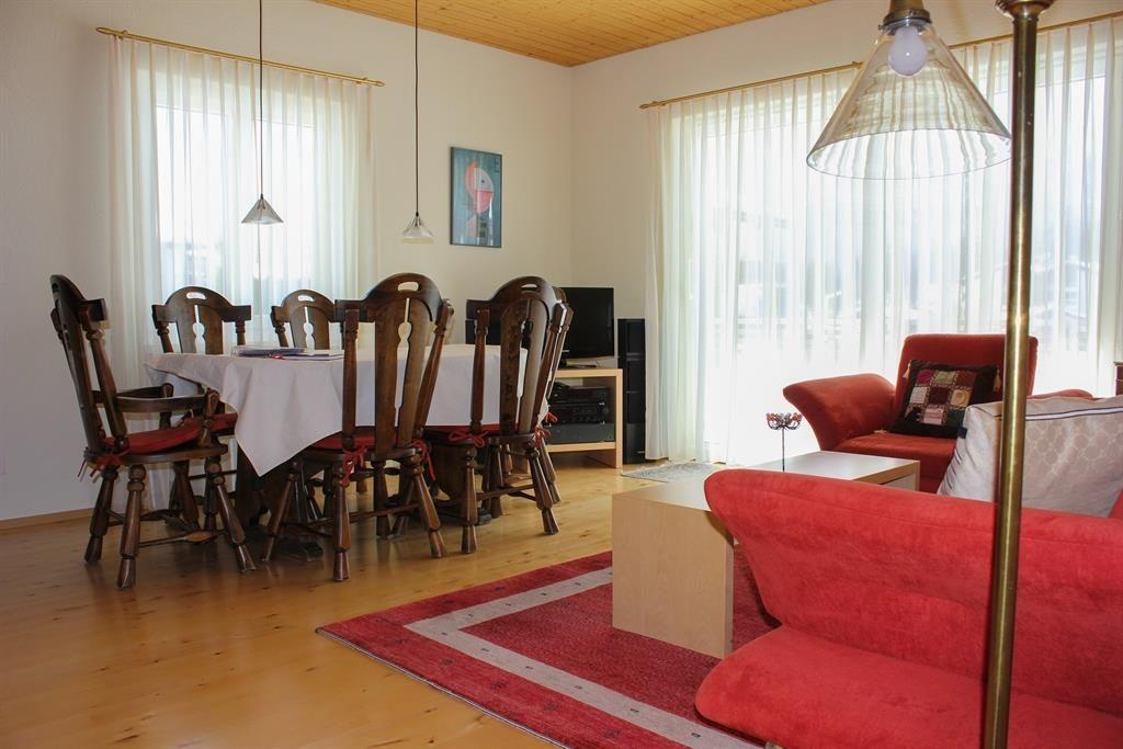 Wohnzimmer_mit_Esstisch