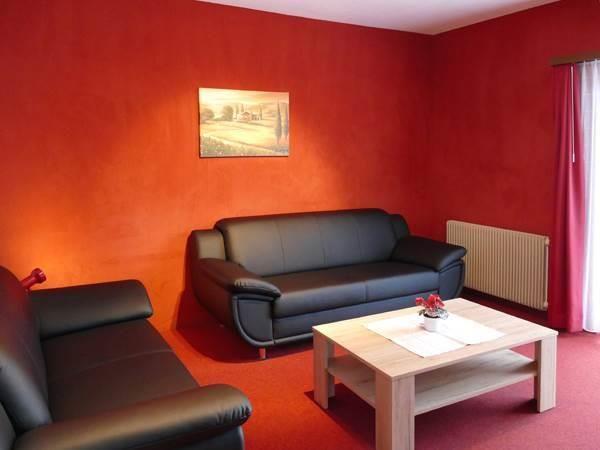 1. Stock / Wohnzimmer mit Ostbalkon