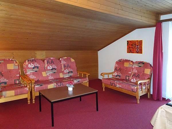 2. Stock / Wohnzimmer mit Ostbalkon