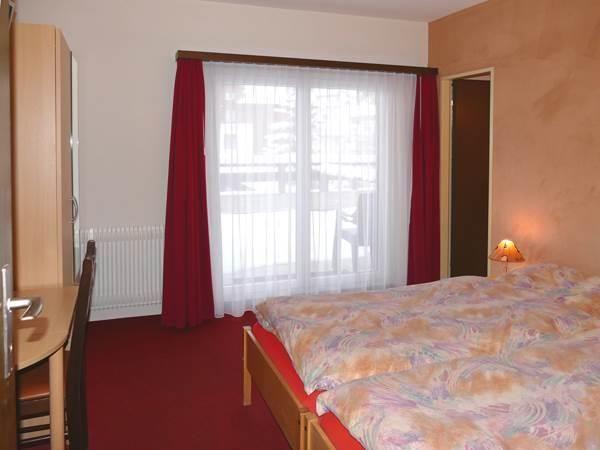 Doppelzimmer mit Süd-Terrasse/ WC / DU