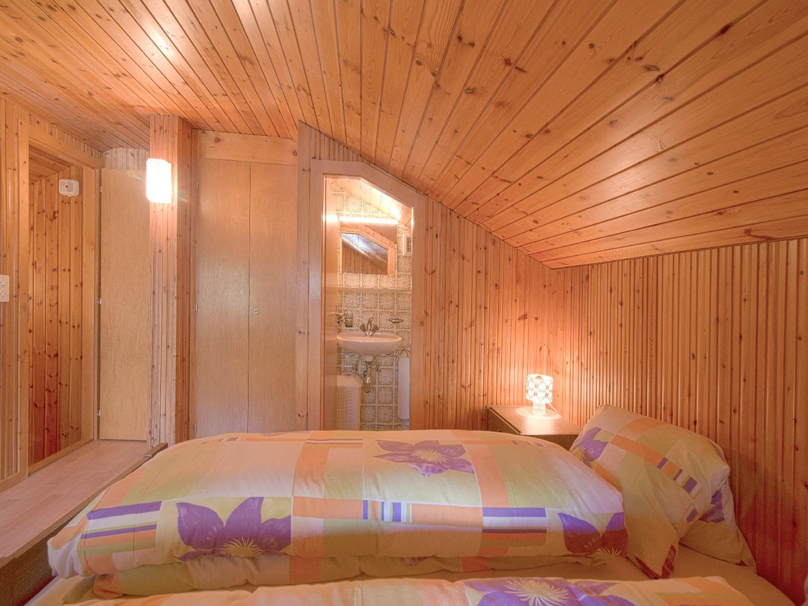 8.1 Doppelbett mit WC Lavabo
