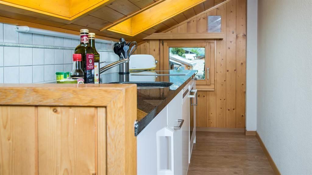 voll ausgestattete Küche Dachwohnung
