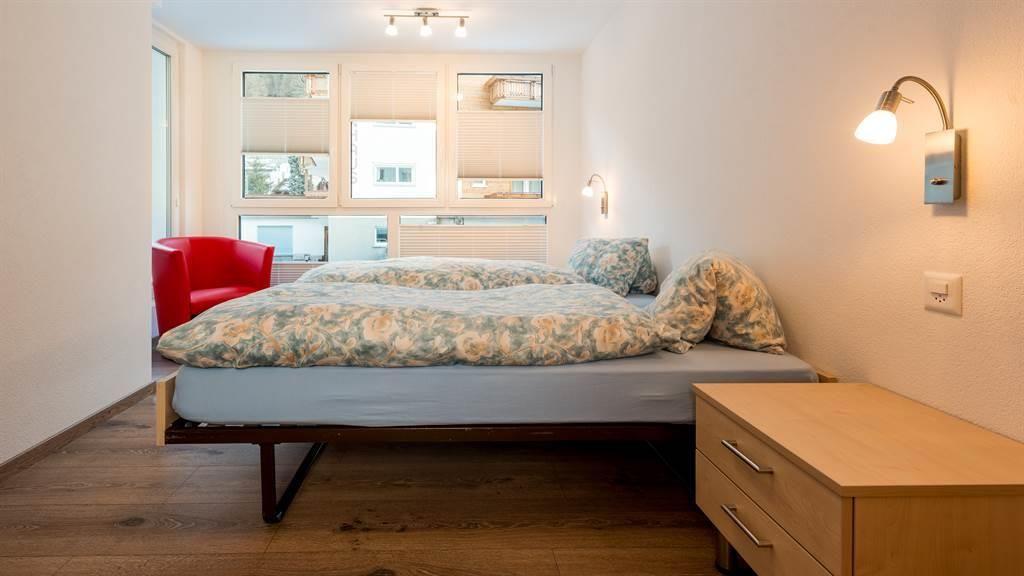Schlafzimmer mit Panoramafenster - Richtung Westen