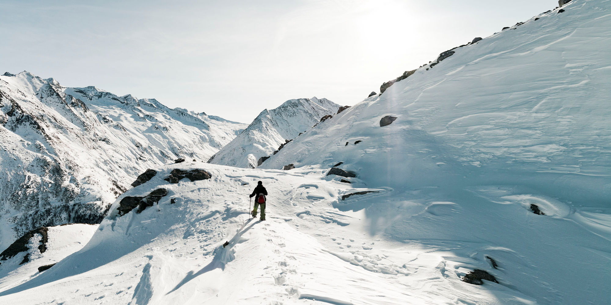 Winter hiking in the Free Republic of Holidays Saas-Fee